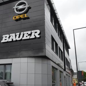 Opel Bauer im rechtsrheinischen Kölner Stadtteil Mülheim.