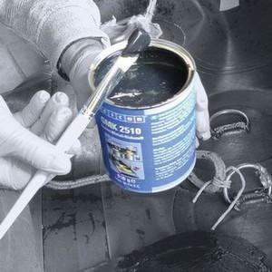 Der 2-Komponenten-Klebstoff eignet sich für vollflächige und dauerelastische Verklebungen von Gummi mit Gummi oder Gummi mit Metall, die dauerhaft dynamischen Belastungen ausgesetzt sind.