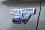 ... und geht sowohl mit einem an 130 Stellen veränderten Plug-in-Hybrid ...