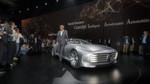 Dr. Dieter Zetsche, Vorstandsvorsitzender der Daimler AG und Leiter Mercedes-Benz Cars präsentiert das Mercedes-Benz 'Concept IAA' (Intelligent Aerodynamic Automobile). Angetrieben wird die Studie von einem Plug-in-Hybridantrieb mit 279 PS, der 250 km/h erreicht. Das Konzeptfahrzeug ist zwei Autos in einem: Aerodynamik-Weltrekordler mit einem cw-Wert von 0,19 und viertüriges Coupé mit faszinierendem Design. Die Studie, die auf der IAA in Frankfurt ihre Weltpremiere erlebt, schaltet ab einer Geschwindigkeit von 80 km/h automatisch vom Design-Modus in den Aerodynamik-Modus und verändert durch zahlreiche aktive Aerodynamik-Maßnahmen ihre Gestalt.