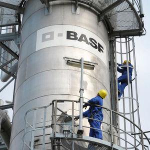 BASF plant Einsparungen in Milliardenhöhe