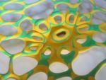 Mit 3D-Druck lassen sich heute auch komplexe und kleinteilige Formen schnell und wirtschaftlich realisieren. Bei größeren Objekten allerdings stoßen gängige Drucker schnell an ihre Grenzen, auch beeinträchtigen Schwingungen mit zunehmender Höhe die Präzision.