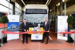 Gemeinsam mit seinem Mitarbeiter Michael Krech eröffnete Geschäftsführer Stefan Russ die Wasserstoff-Werkstatt.