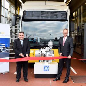 Michael Krech (links) und Stefan Russ eröffnen die Wasserstoff-Werkstatt in Nürtingen.