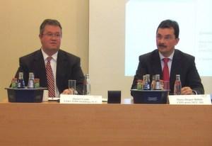 Detlef Linde, Vorstand der TMD Holding, und Hans-Jürgen Bahde, Vorstandsvorsitzender von Arxes, stellten die künftige Unternehmensstrategie vor.