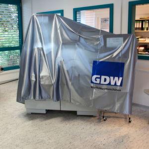 Noch verhüllt, die 2. Generation der GDW Comfortline-Reihe. Mit Bedienpanels in neuen Größen und mit einer neuen Softwareoberfläche sowie TÜV-zertifizierter Sicherheit.