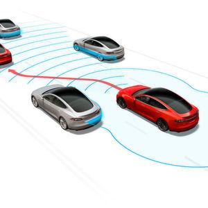 Das Model S kann nach dem neuesten Software-Update ohne Fahrer am Steuer ein- und ausparken.