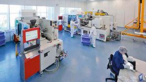 Individuelle Medizintechnik muss Einzelteile präzise und zugleich wirtschaftlich herstellen. Gerresheimer hat eine Small-Batch-Produktion in Serienqualität aufgebaut.