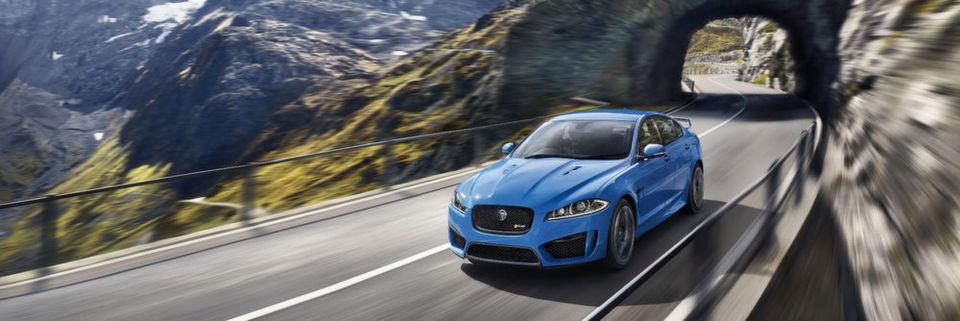 Jaguar: Automobile Katze im Gelände mit Schwingungsdämpfern von Winkelmann