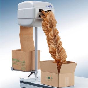 Polsterung kleiner und mittelgroßer Versandpakete
