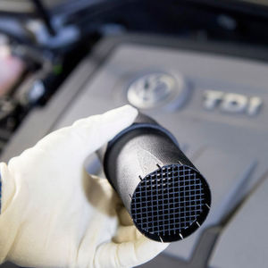 Der Einbau eines sogenannten Strömungstransformators soll ausreichen, um die vom Abgas-Skandal betroffenen VW-Motoren sauber zu machen.