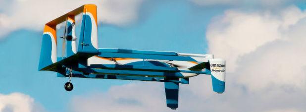 Hybrid-Design: Das neue Drohnendesign für Amazons geplanten Lieferdienst Prime Air sieht ein Fluggerät vor, dass eigenständig von Schwebeflug in refulären Flugmodus umschaltet, für schnellere Lieferungen auch bei Distanzen von bis zu 15 Meilen (ca. 24 Kilometer).