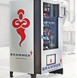 Bei Invend zahlt der Kunde nur die Artikel, die vom Automaten ausgegeben werden. Die Kosten für die Bestandsführung muss er nicht tragen. Ferner werden die Invend-Automaten von Brammer automatisch wieder aufgefüllt.