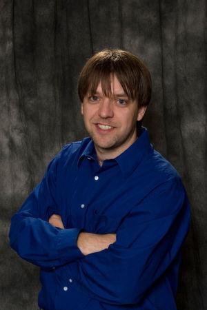 Chris Goettl, der Autor, hat über 15 Jahre Erfahrung im IT-Management. Er arbeitete mehrere Jahre in der IT, bevor er im Jahr 2004 zu Shavlik kam und begann im Shavlik Support-Team, unterstützte OEM-Partner bei der Integration des Shavlik SDK, arbeitete im Vertrieb als Systems Engineer und ist derzeit Produktmanager für die Shavlik Protect-Produktlinie.