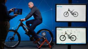 Das reale Bike wird sowohl im Dashboard als auch in der CAD-Software PTC Creo gespiegelt.