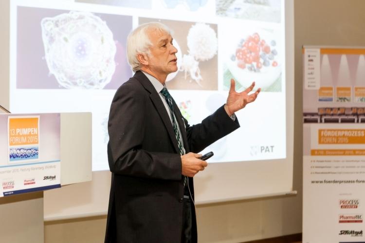 """Prof. Dr.-Ing. Eberhard Schlücker von der Universität Erlangen-Nürnberg machte in seinem Eröffnungsvortrag """"Welche feststoffhaltigen Flüssigkeiten gibt"""