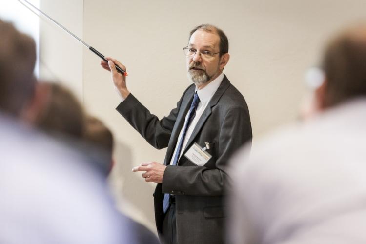 Harald Heinrici, Schwede und Schulze, gab einen Einblick in die Grundlagen der Schütgut-Technologie und zog –