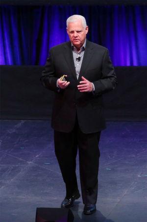 Joe Tucci, der Geschäftsführer von EMC, beabsichtigt, nach dem Vollzug der Eingliederung der EMC-Föderation in den Dell-Konzern in den wohlverdienten Ruhestand zu gehen