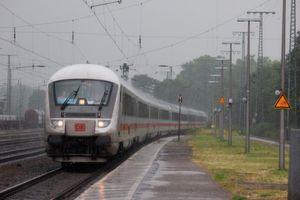"""""""Egal ob am Zug oder in der Industrie: wo es vibriert, staubig ist und dreckig fühlt sich der RFID Reader zu Hause."""""""