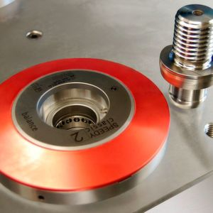Das Stark-Nullpunkt-Spannsystem Speedy classic 2 balance spannt Bauteile wahlweise durch Federkraft oder Hydraulik mit 20 kN.