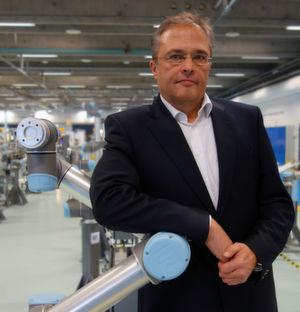 Vor seiner Position bei Universal Robots war Torsten Ziefuss Vertriebsleiter Nord bei Montronix und dort für den Bereich Prozessüberwachung und Maschinenschutz zuständig.