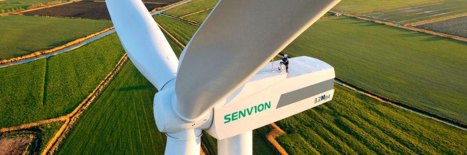 Weiterhin leichtes Wachstum in der Windenergie – Wartungsarbeiten an einer Windturbine in Husum