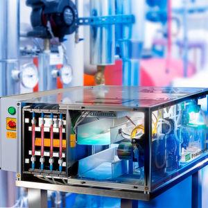 Online-Überwachung von Trinkwasserleitungen: Der biologische Breitbandsensor AquaBioTox reagiert unmittelbar auf Gefahrstoffe im Wasser.