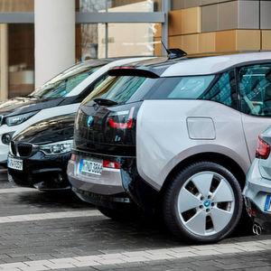 BMW hat auf der CES ein System präsentiert, das Parkrempler erkennt und Bilder des Übeltäters macht.