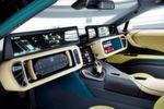 Während einer automatisierten Fahrt könnte der Fahrer das Lenkrad einfach ins Armaturenbrett einklappen und sich so Raum für andere Aktivitäten oder ein entspanntes Zurücklehnen verschaffen.