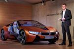 BMW-Entwicklungschef Klaus Fröhlich hat auf der CES den BMW i Vision Future Interaction präsentiert.