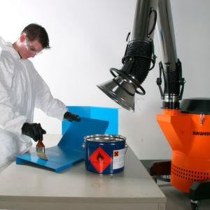 Die mobile Absaug- und Filteranlage Airmaster 1200 gewährleistet die Arbeitssicherheit etwa bei der Rissprüfung, an Lackierarbeitsplätzen, bei Klebe- und Primerarbeiten, Laboranwendungen, an Waschplätzen oder in der Teilereinigung sowie beim Spritzgießen.
