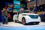VW versucht, mit einem Minivan-Konzept namens Budd-E Sympathiepunkte zu erheischen - mit geringem Erfolg, denn die aktuelle, kantige Formensprache passt einfach nicht zum Ansatz, den legendären 'Bulli' wiederaufleben zu lassen. Technisch überzeugt der Budd-E allerdings auf ganzer Linie.