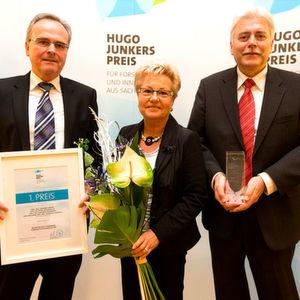 Nahmen den Hugo-Junkers-Preis für Gehring entgegen (v.l.): Gerhard Simon (Geschäftsführung), Petra Reinsperger (Werkleiterin Gehring Naumburg) und Reinhard Drozdek (Leiter Vertrieb Gehring Naumburg).
