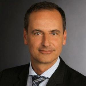 """VCE-Manager Volker Wenzel: """"Alte RZ-Konzeptionen und Infrastrukturgenerationen müssen abgelöst werden, damit sich Unternehmen besser auf die bevorstehenden Aufgaben der beginnenden Epoche der digitalen Transformation vorbereiten können."""""""