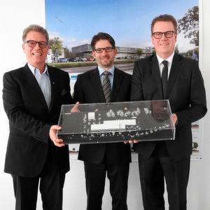 Hansjörg Märtin mit seinen neuen Geschäftsführern Tobias Gutgsell und Dirk Zimmermann (v.li.).