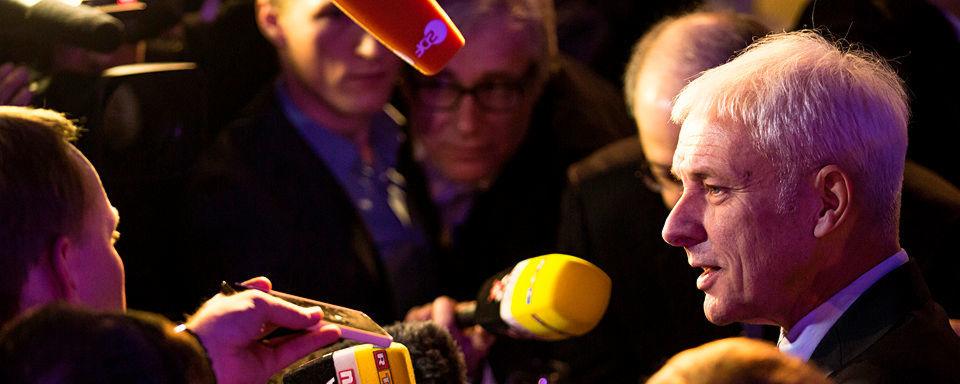 Matthias Müller, Vorstandsvorsitzender der Volkswagen AG, beantwortete auf der Detroit Motor Show 2016 die Fragen der Journalisten. Kernthema: Die Diesel-Affäre, die dem Image des Diesels vor allem in den USA geschadet hat.