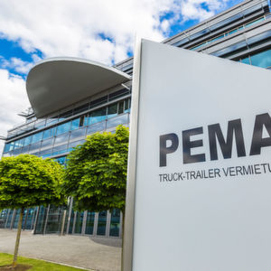 Außer dem Standard-Equipment bietet der Lkw-Vermieter Pema auch kundenspezifische Lösungen wie etwa Fahrzeuge mit Gasantrieb (LPG) an.