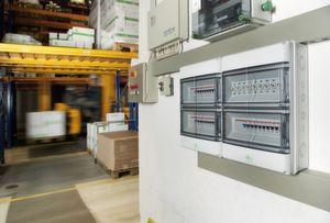 Die Anwendungsfelder des AK Kleinverteilers reichen von der Innen- und Außeninstallation bis hin zu industriellen und landwirtschaftlichen Betriebsgebäuden.