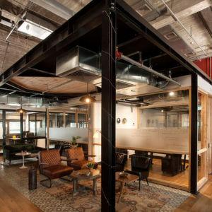Das Mindspace-Konzept bietet beste Arbeitsbedingungen für Unternehmen jeglicher Größe. Zu dem besonderen Service zählen: ausgewähltes Designer-Interieur im Boutique-Stil in Einzel- und Großraumbüros, sowie modernste Technik in allen Konferenz- und Telefonräumen.