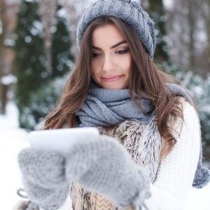 Der Bitkom gibt Tipps, wie man das Smartphone sicher durch den Winter bringt.
