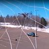 Drohne schießt kleinere Quadcopter mit Netz ab