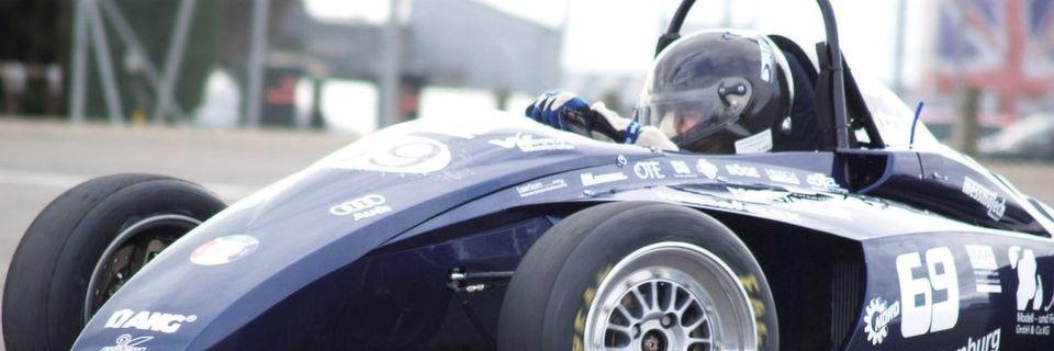 Das Hawks Racing Team der Hochschule für angewandte Wissenschaften Hamburg nutzt Industriegasfedern für die Pedale im Cockpit ihres Formel Student Rennwagens.