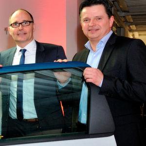 Neuer Standort in Duisburg: Peter Gerards (re.), Geschäftsführer Ruhrdeichgruppe, und Gunnar Gräwe (Direktor Netzentwicklung Peugeot Citroën Deutschland).