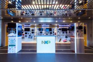 Innenansicht der mobilen NXP-Ausstellung: Auch Partnerprojekte wie das BBC microBit sowie Lösungne von Kooperationen mit Arrow, EBV oder Green Hills werden gezeigt.