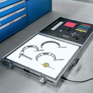 Mit dem mobilen Werkzeugscanner lässt sich direkt vor Ort eine Hartschaumeinlage für Werkzeuge und andere Utensilien entwerfen.