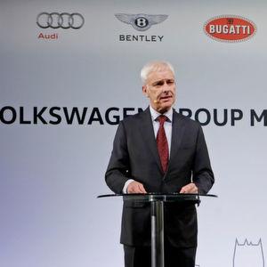 Matthias Müller fordert eine bessere Zusammenarbeit von Industrie und Politik beim Thema automobile Zukunft.