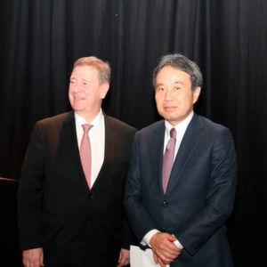 Standen Rede und Antwort auf der DMG-Fachpressekonferenz: v.l. Dr. Rüdiger Kapitza, CEO DMG Mori Aktiengesellschaft und Dr. INg. Masahiko Mori, CEO DMG Mori Company Limited.