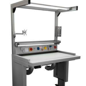 Der IAT 1200 besteht aus einem massiven Untergestell mit integriertem Absaugkanal und mechanischer Höhenverstellung.