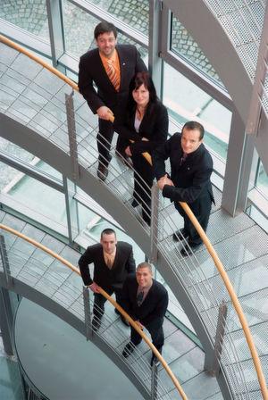 Ein Teil des Teams der Cape IT GmbH Chemnitz (von links oben): Rico Barth, Geschäftsführer, Bereichsleiter Marketing & Vertrieb Yvonne Förster, Projektassistentin Thomas Maier, Geschäftsführer, Bereichsleiter Infrastruktur Torsten Thau, Bereichsleiter Projekte René Böhm, Bereichsleiter Support & Produkte