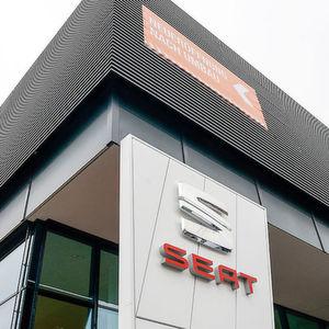 In München, Landsberger Straße 230, hat die Auto & Service PIA GmbH einen Neubau für Seat und Skoda errichtet.